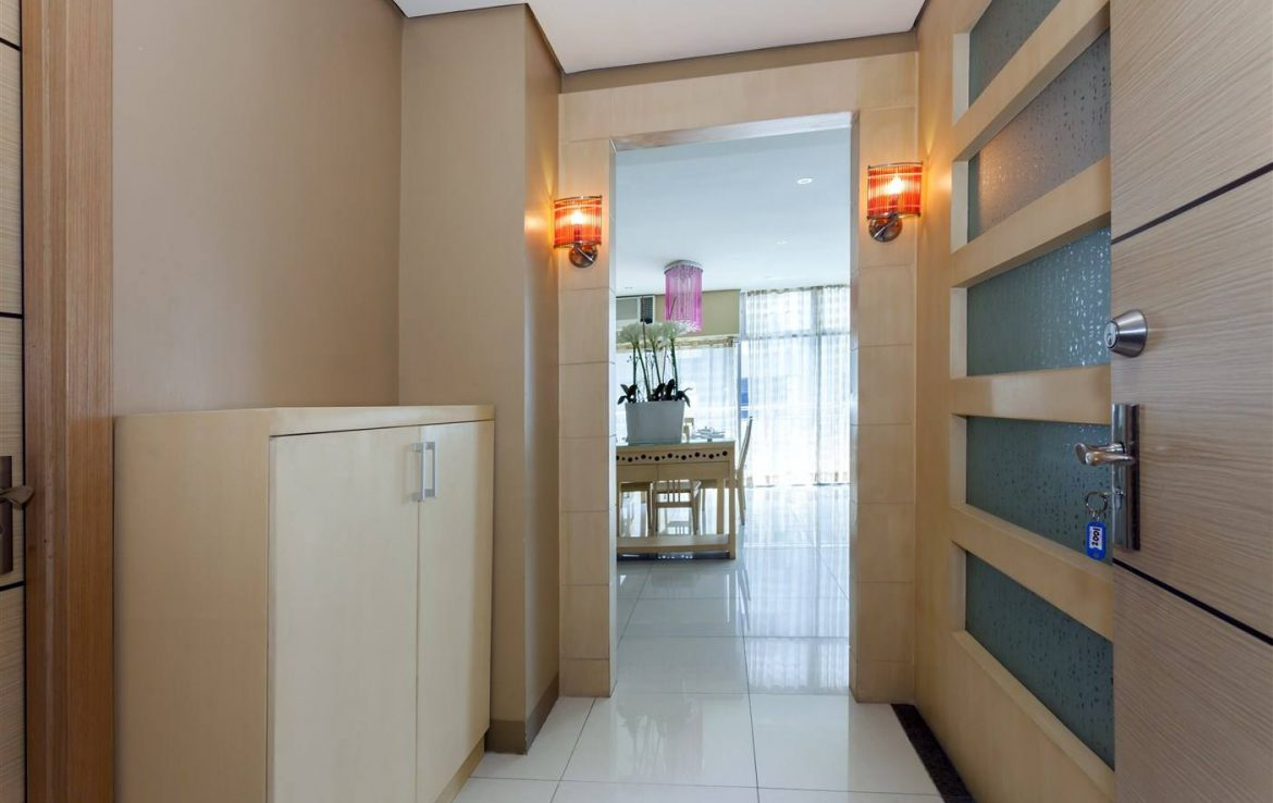 For Rent 3 BR Condo BGC Luxe