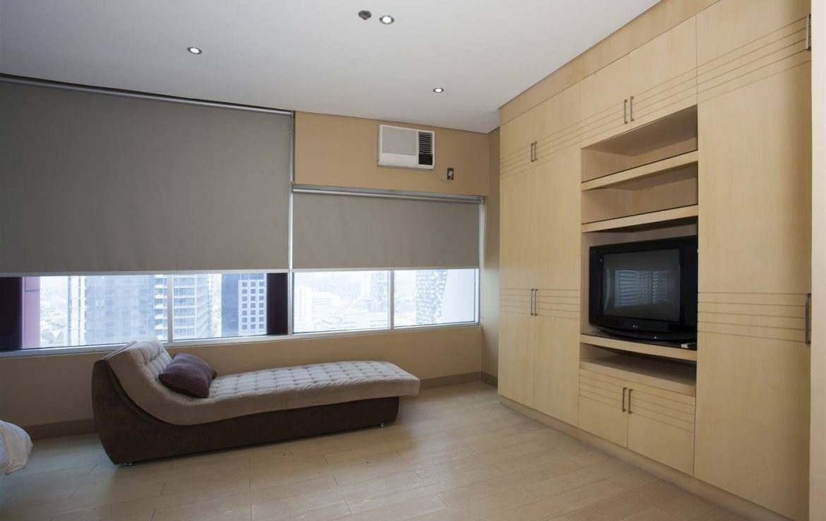 For Rent 3 BR Luxe Residences BGC