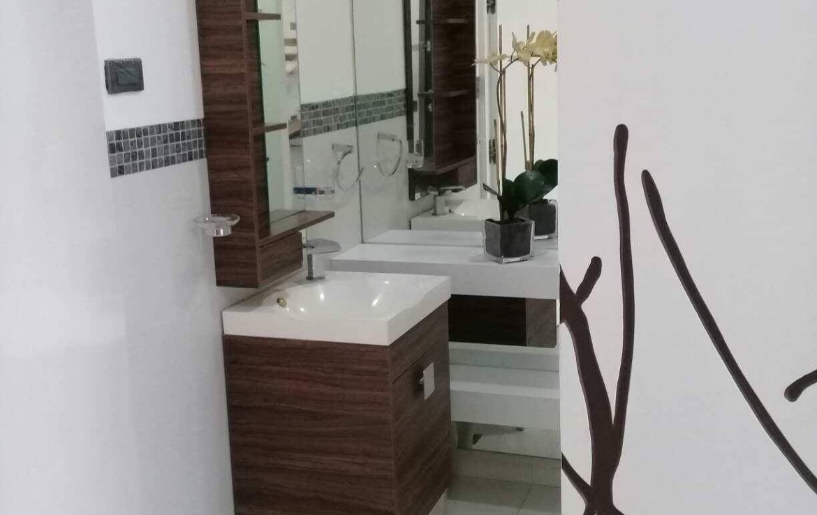 3BR Condo For Sale F1 Hotel Bathroom