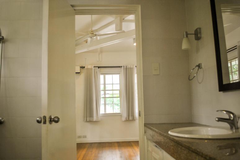 Dasmarinas Village House For Rent Bathroom 1