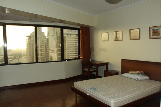 Condominium Pacific Plaza Ayala, Makati City For Rent 3BR Condo