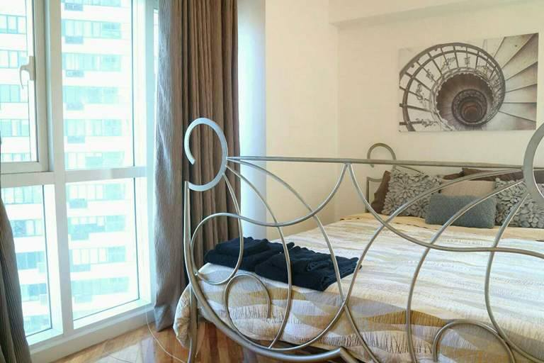 2BR Condo For Sale/Rent Manansala, Makati City Living Bedroom 2