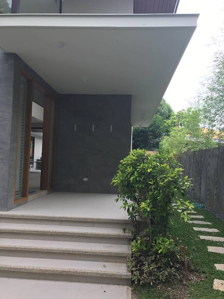 5BR House For Sale Ayala Alabang, Muntinlupa City Entrance