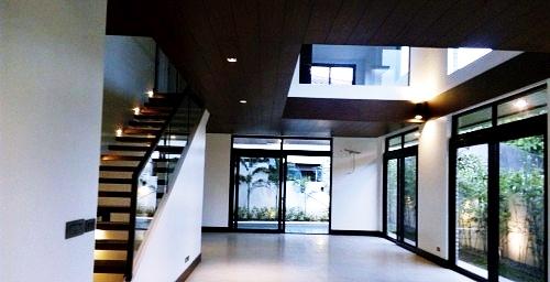 White Plains Subdivision Living Space