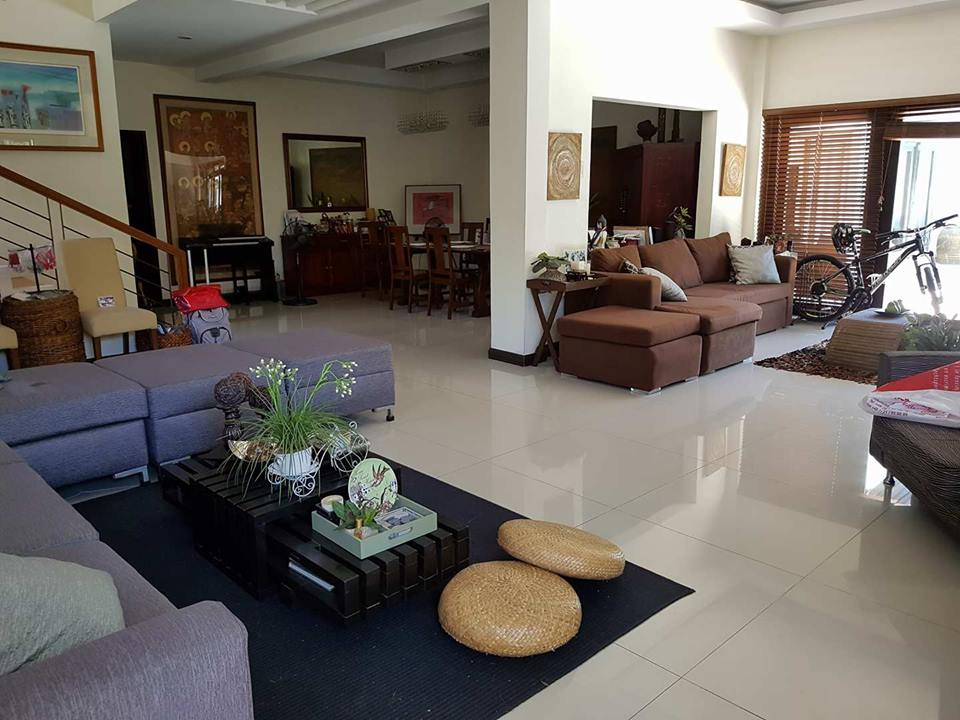 9BR House For Sale Dasmariñas Village Living Area