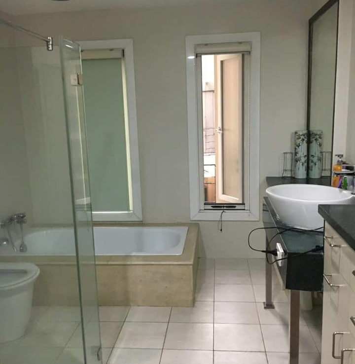 4BR Townhouse For Sale New Manila Bathroom View 2