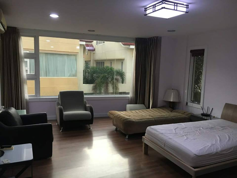 4BR Townhouse For Sale New Manila View 1