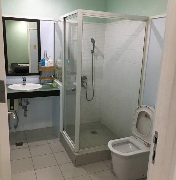 4BR Townhouse For Sale New Manila Bathroom View 3
