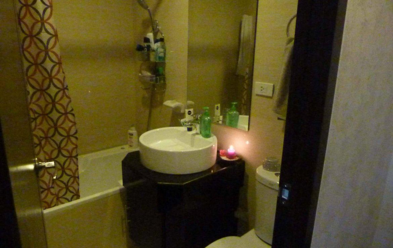 2BR Condo One Central, Salcedo Village Bathroom