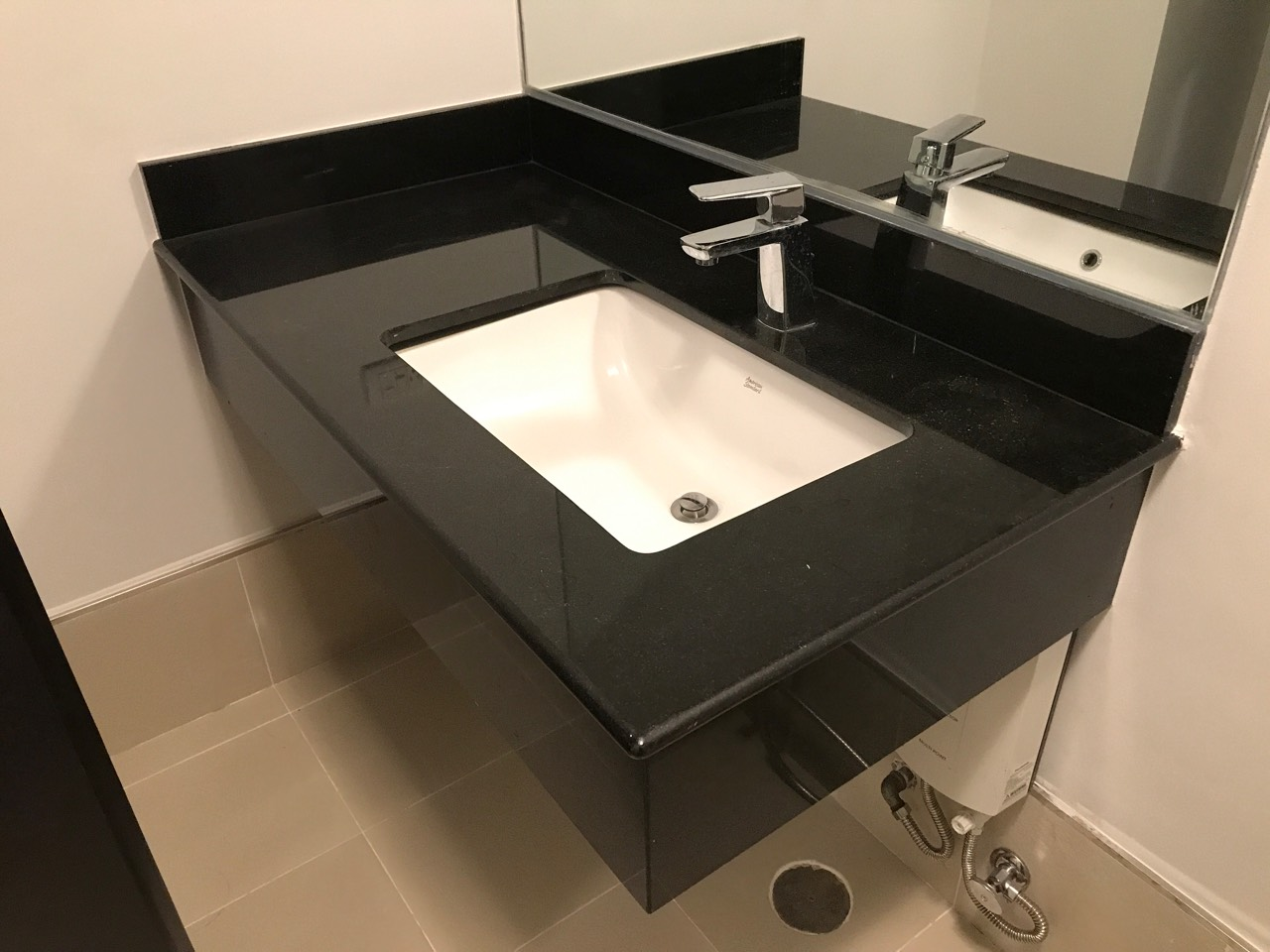 1BR Condo For Rent One Maridien Bathroom View 3