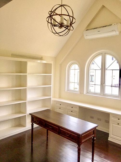 6 BR McKinley Hill Village For Sale Living Room