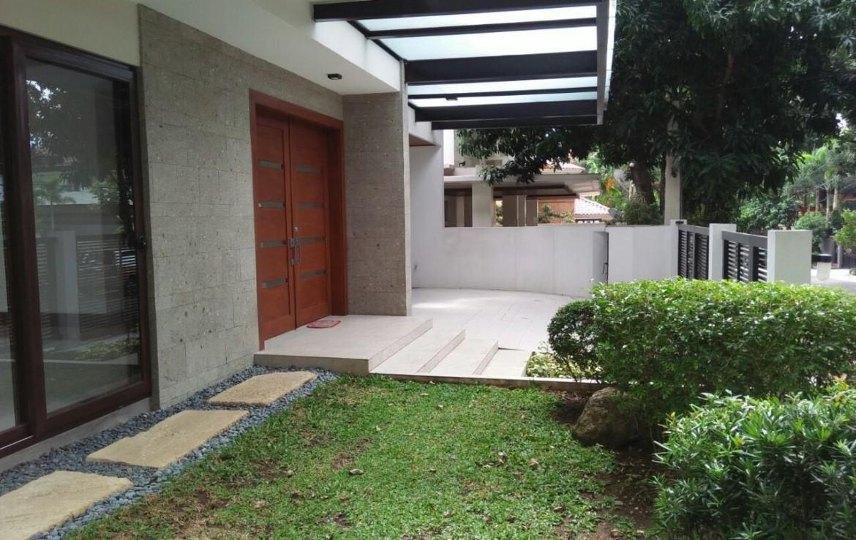 6BR House For Sale Rent, Buckingham St., Hillsborough Alabang Village, Muntinlupa City Door