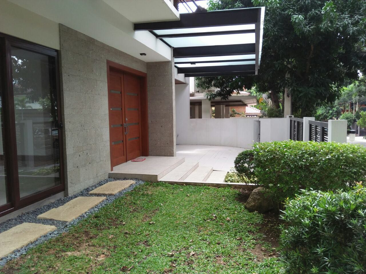 6BR House For Sale Rent, Buckingham St., Hillsborough Alabang Village, Muntinlupa City Door