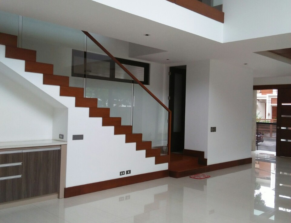 6BR House For Sale Rent, Buckingham St., Hillsborough Alabang Village, Muntinlupa City Stairs