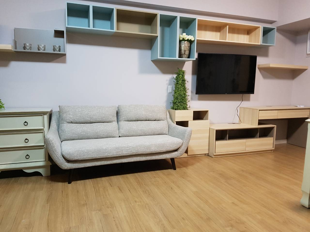 Studio Condo For Rent Meranti, Two Serendra, BGC View 3