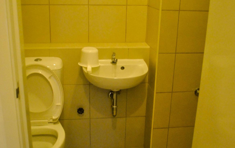 2BR Arya Residences For Rent Toilet