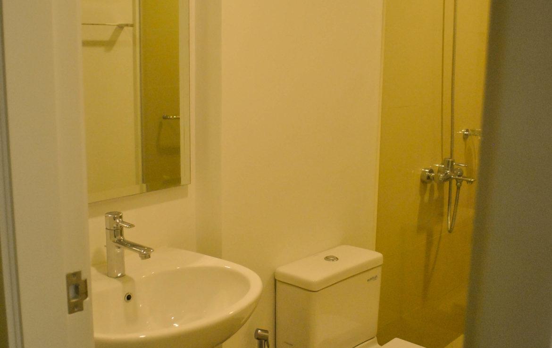 2BR Arya Residences For Rent Toilet & Bath2