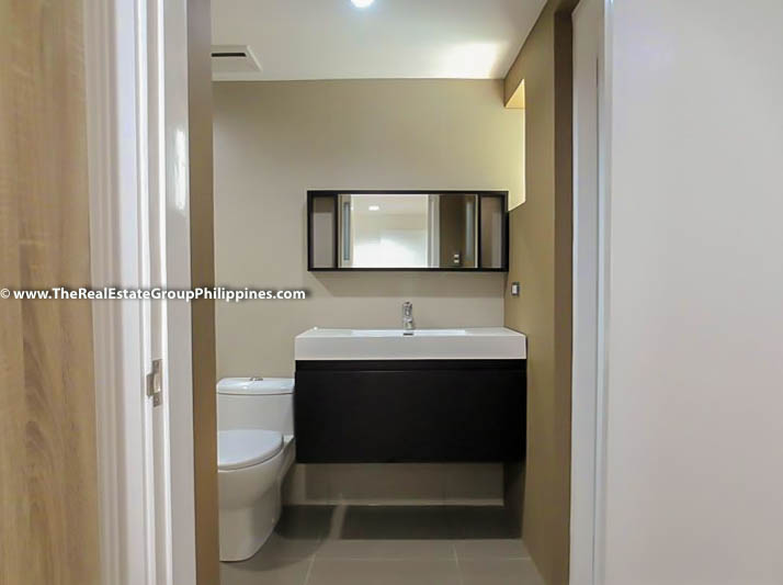 3BR Condo Heart Tower For Sale, Salcedo Village, Makati City bath