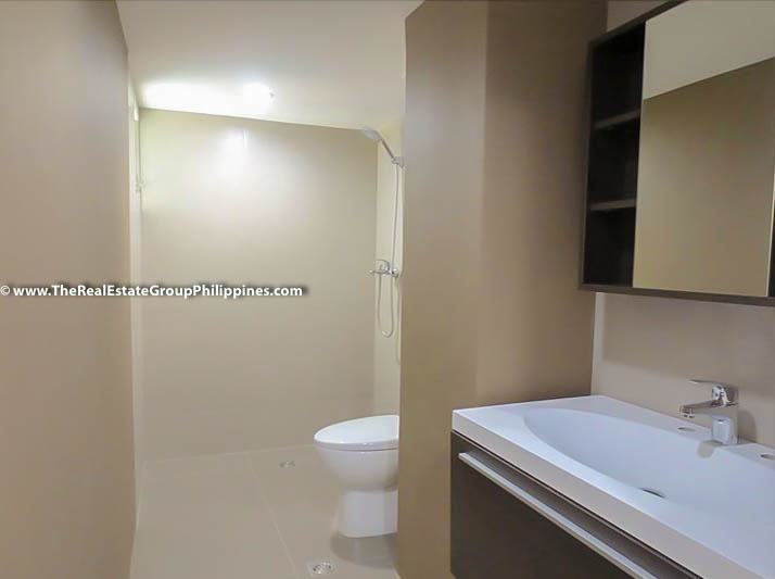 3BR Condo Heart Tower For Sale, Salcedo Village, Makati City toilet
