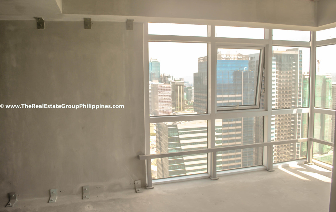 Fort Victoria BGC Condo For Sale 2BR living