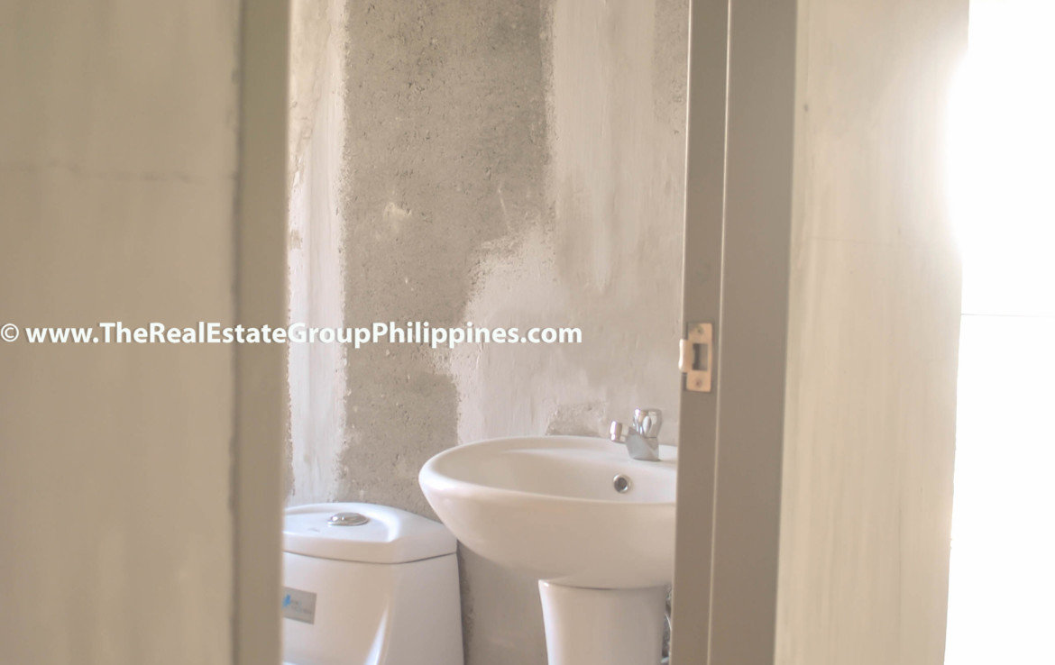 Fort Victoria BGC Condo For Sale 2BR toilet