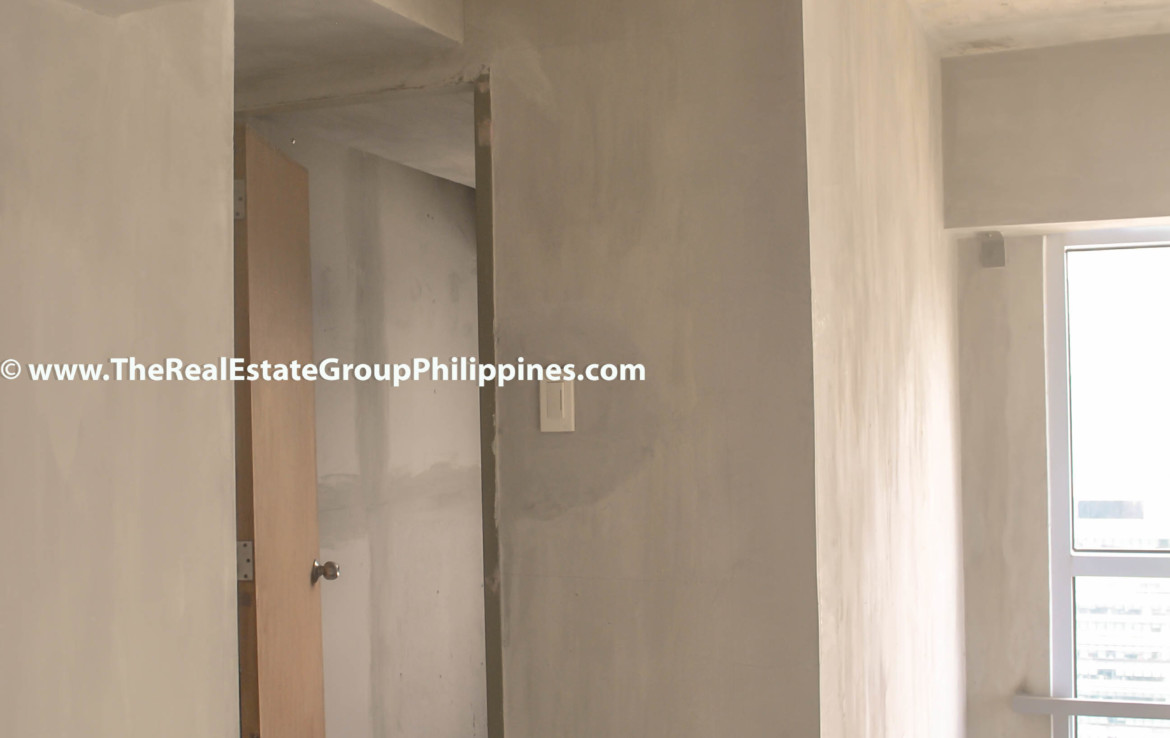 Fort Victoria BGC Condo For Sale 2BR foyer