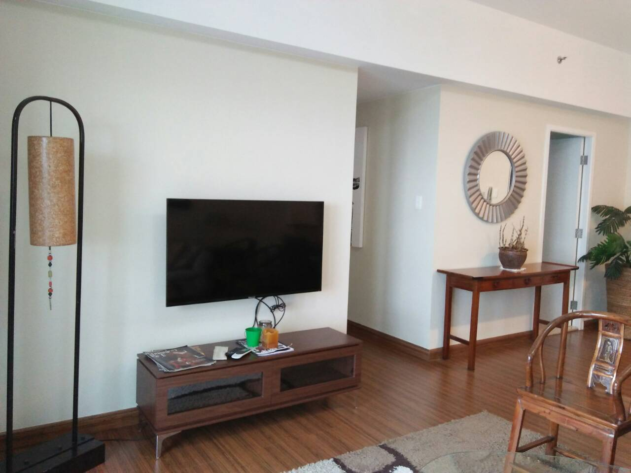 2 Bedrooms Condo, Shang Salcedo Place Living Area View 1