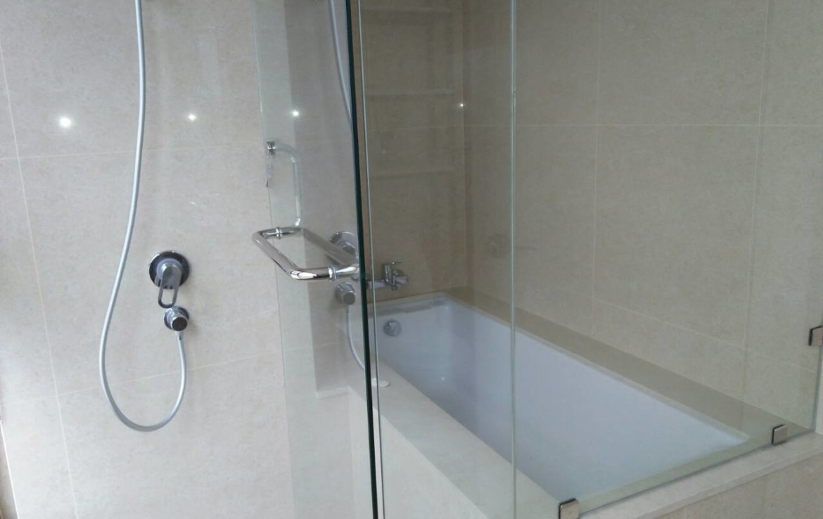 2 Bedrooms Condo, Shang Salcedo Place Bathroom View 3