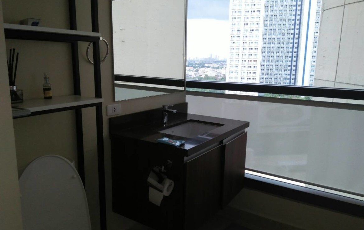 2 Bedrooms Condo, Shang Salcedo Place Bathroom View 2