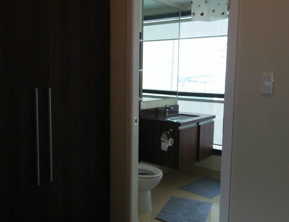 2 Bedrooms Condo, Shang Salcedo Place Bathroom View 4