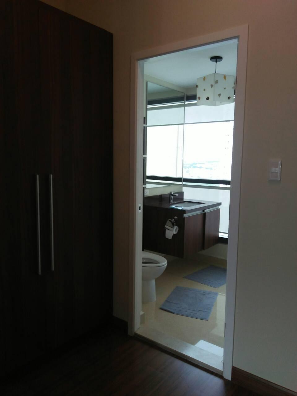 2 Bedrooms Condo, Shang Salcedo Place Bathroom View 4