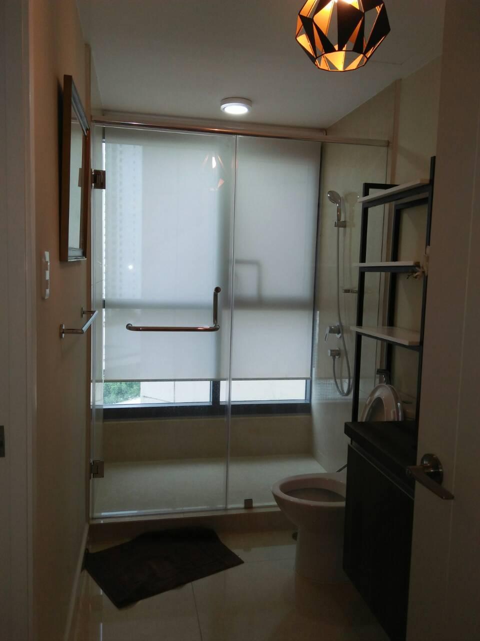2 Bedrooms Condo, Shang Salcedo Place Bathroom View 1