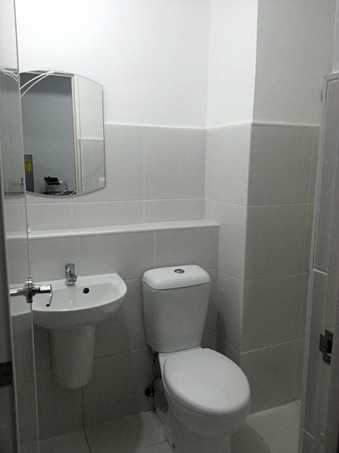 Toilet 1BR Condo For Rent The Linear Makati City