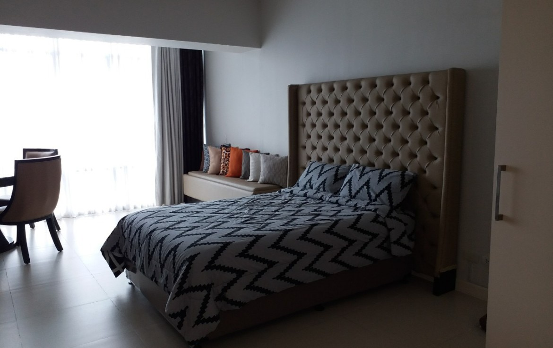 Studio Condo For Rent, Red Oak, Two Serendra Bed