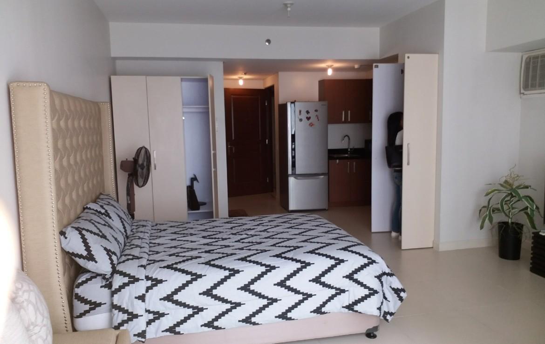 Studio Condo For Rent, Red Oak, Two Serendra, Taguig City