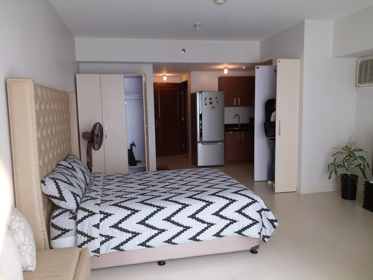 Studio Condo For Rent, Red Oak, Two Serendra, Taguig City