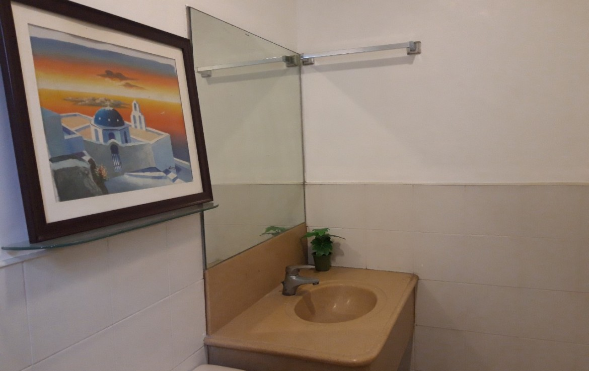 1 Bedroom Condo For Sale, Forbeswood Heights, BGC Bathroom View 1