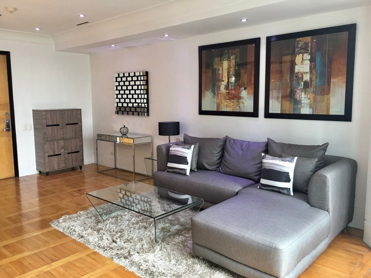 2BR Condo For Rent One McKinley Place, BGC 4