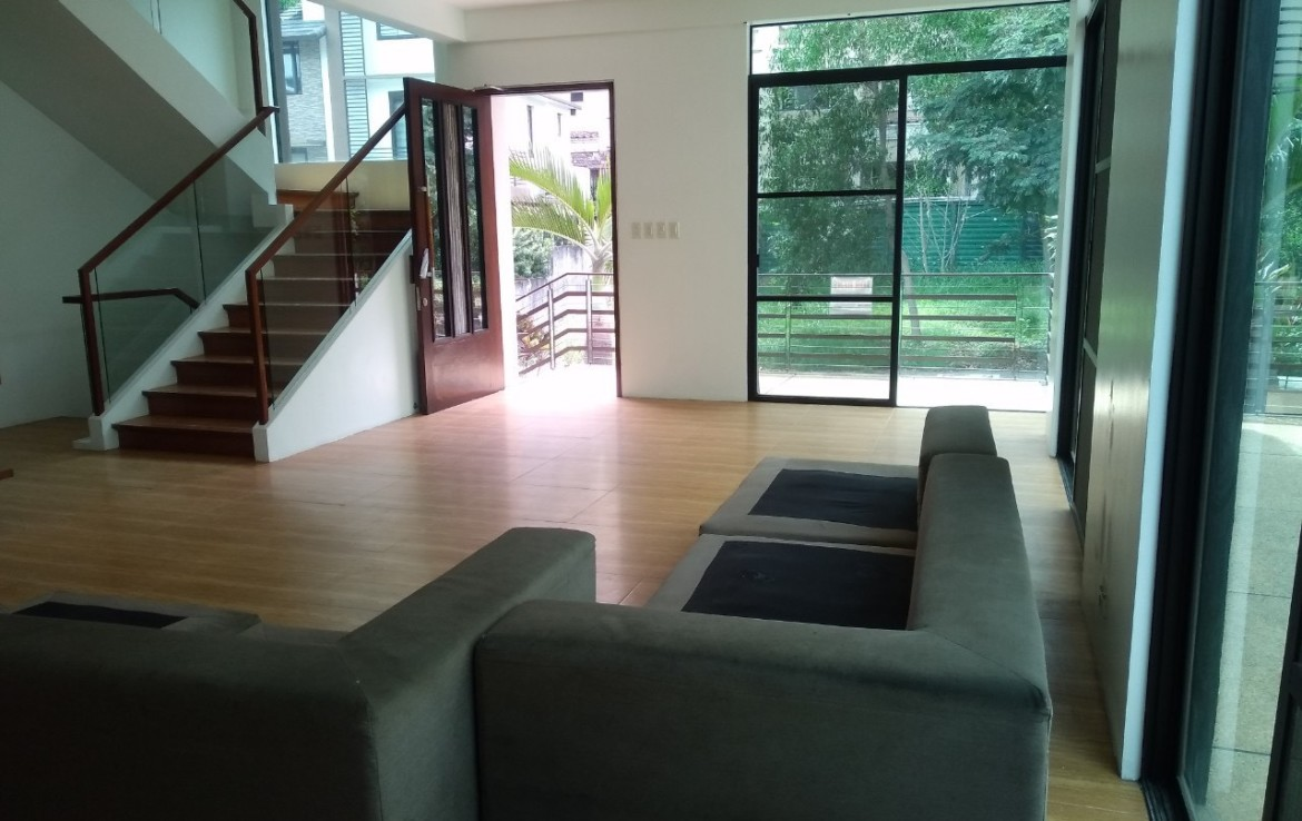 5 Bedrooms House For Rent, McKinley Hill Village 4