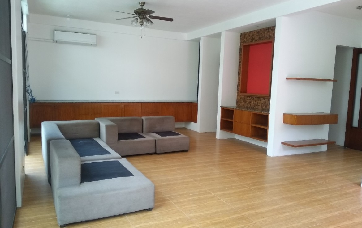 5 Bedrooms House For Rent, McKinley Hill Village 3