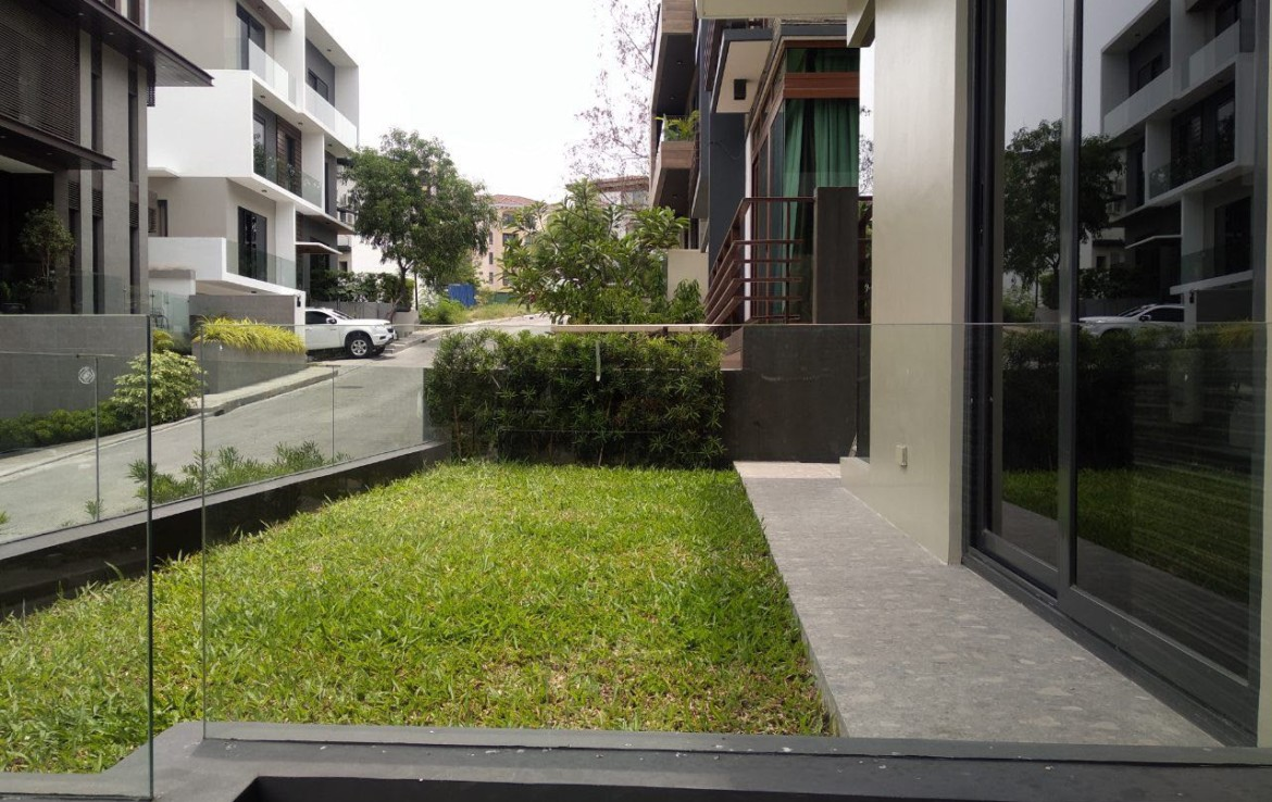 5BR House For Lease, McKinley Hill Village 2
