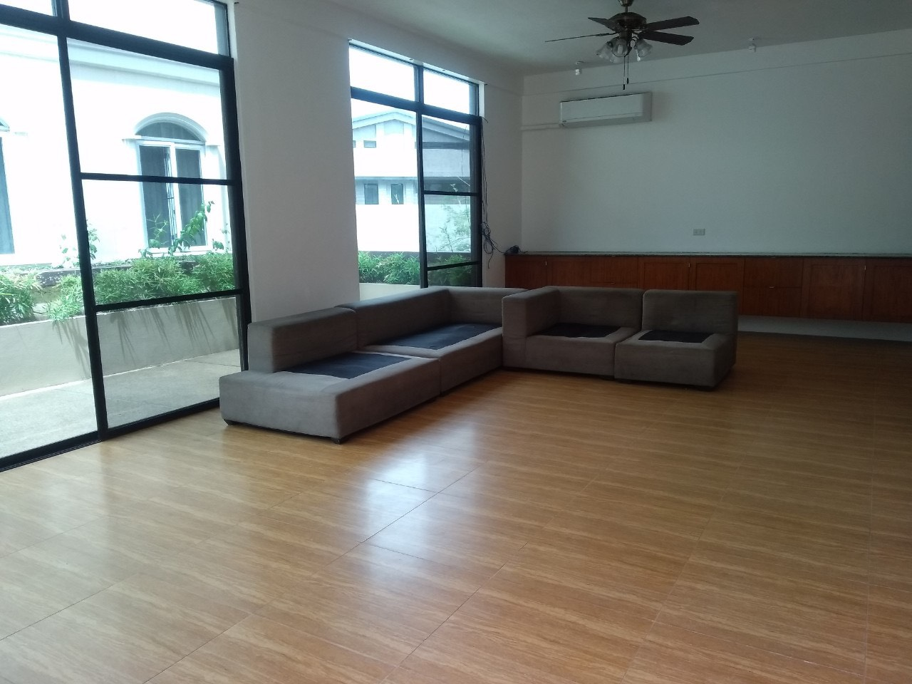5 Bedrooms House For Rent, McKinley Hill Village 6