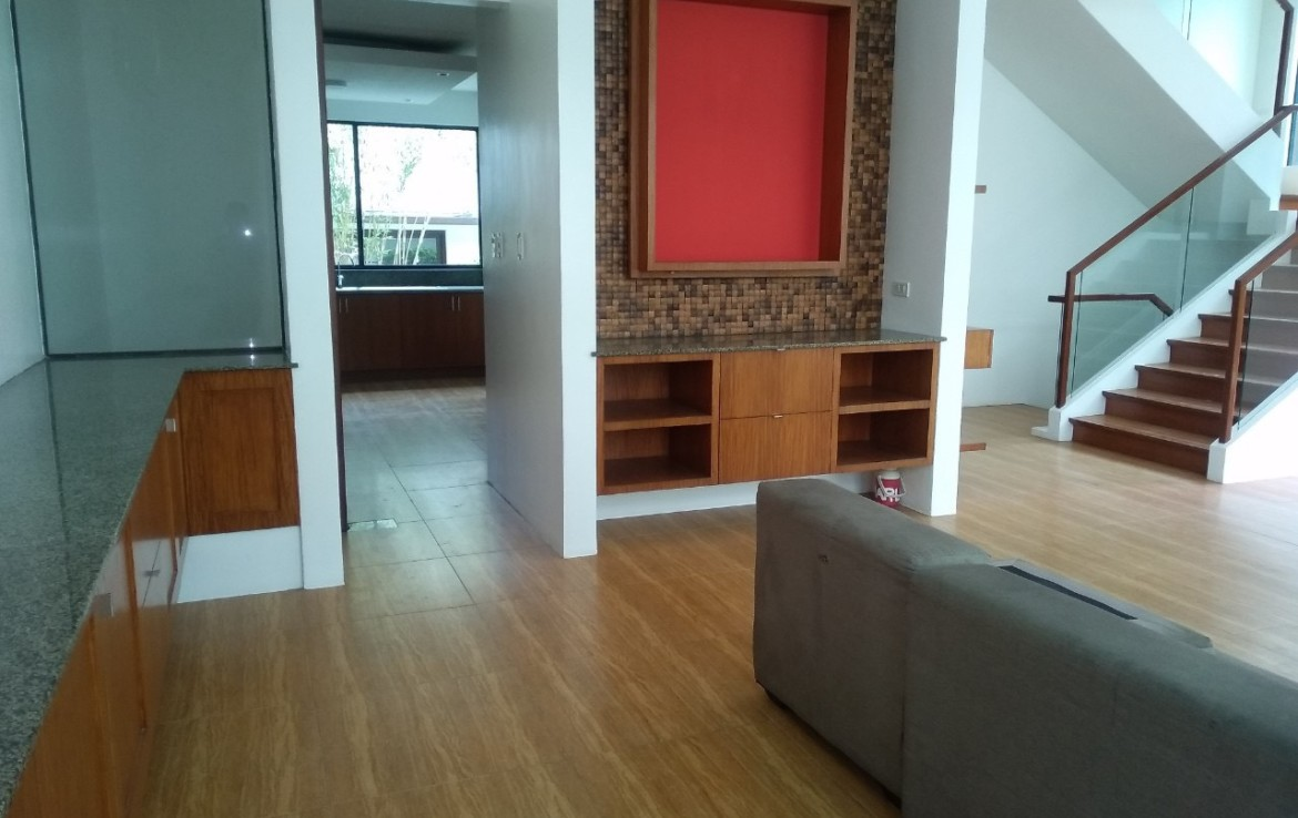 5 Bedrooms House For Rent, McKinley Hill Village 5