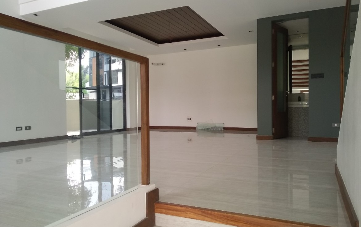 5BR House For Lease, McKinley Hill Village - 5