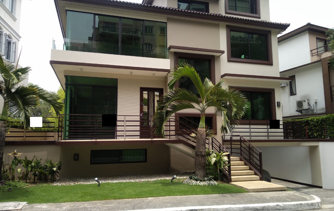 5 Bedrooms House For Rent, McKinley Hill Village Front View
