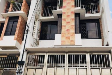 6BR House For Sale, Roxas District, Quezon City
