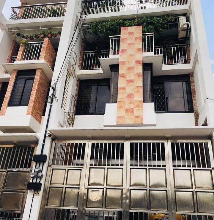 6BR House For Sale, Roxas District, Quezon City