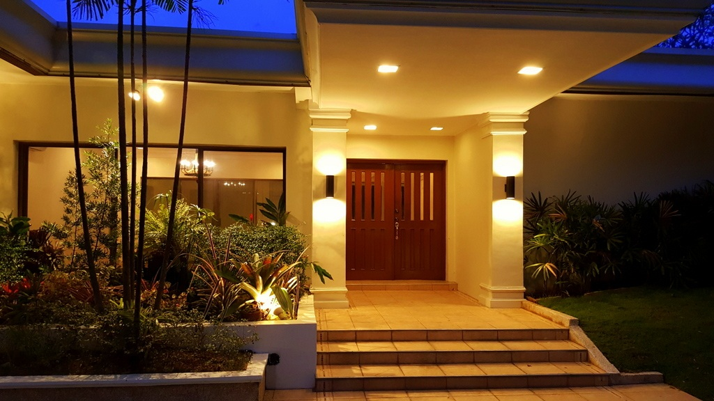 5 Bedroom House at Calumpang, Dasmarinas Village, Makati City