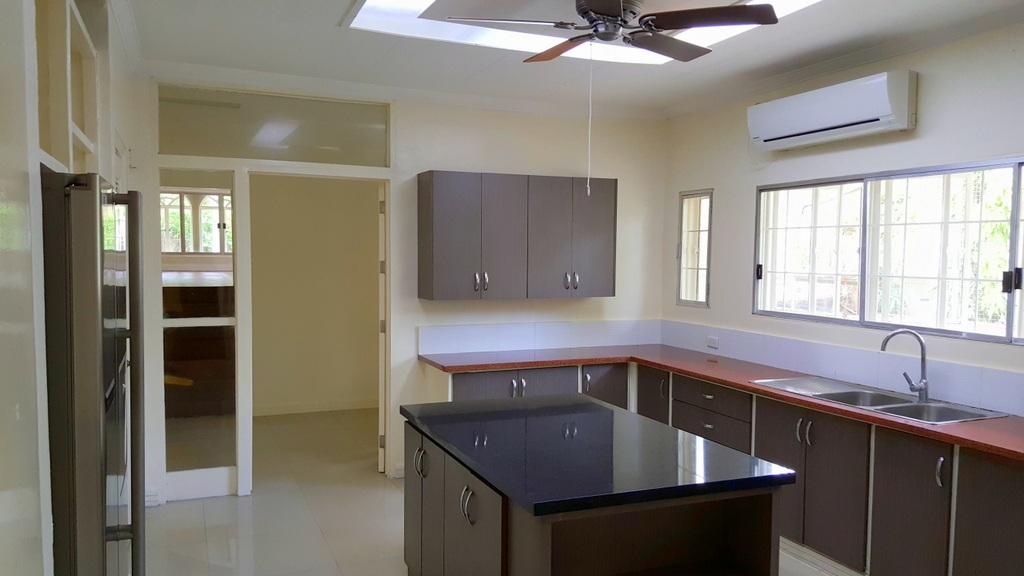 5 Bedroom House For Lease at Calumpang, Dasmarinas Village, Makati City 11