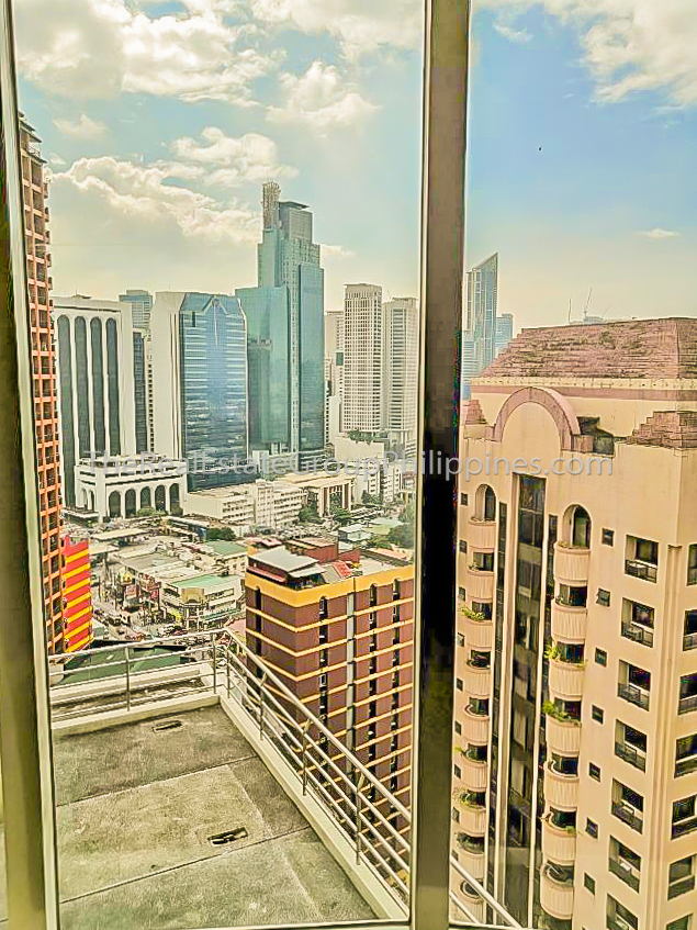 1BR Condo For Sale Oxford Suites Makati ₱4.5M (1 of 7)